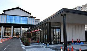 12月12日にオープンする山形魅力発信モールのショップとレストラン(右)=山形市・やまぎん県民ホール