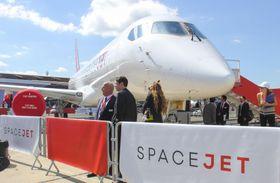 パリ国際航空ショーで展示された「スペースジェット」の実機=17日、パリ近郊(共同)