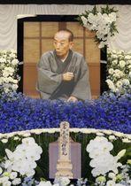 告別式会場の祭壇に飾られた、桂歌丸さんの遺影=11日午後、横浜市港北区の妙蓮寺