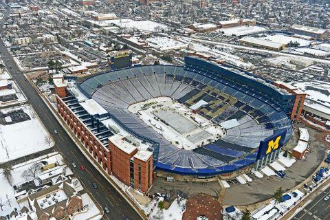 10万人収容は八つ 米カレッジのスタジアム
