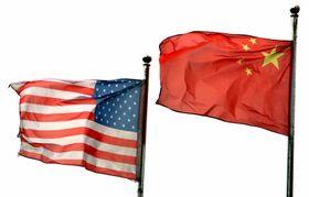 並んではためく米中の国旗=11日、北京(UPI=共同)
