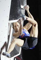 女子複合決勝 ボルダリングの第1課題に挑む野口啓代=エスフォルタアリーナ八王子