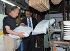 磐田産 高級枕を開発 スリランカ人社長と地元織物業者