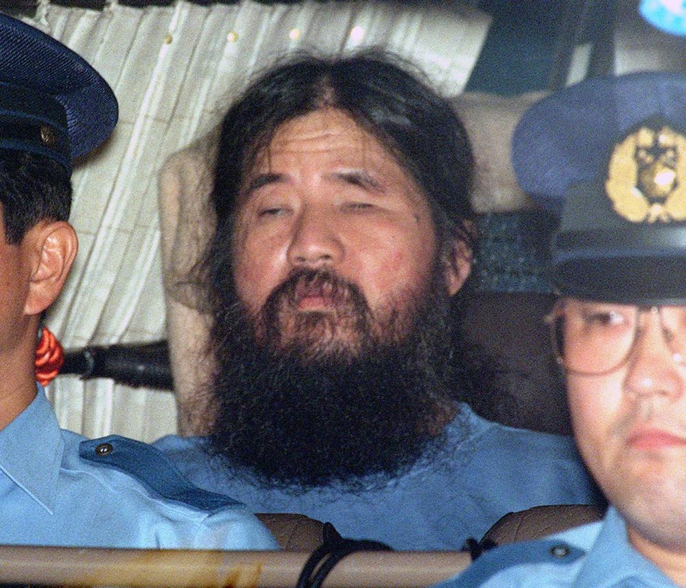 警視庁に移送されるオウム真理教の松本智津夫元死刑囚=1995年9月25日、東京・霞が関