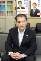 自民党埼玉県連の会合後、取材に応じる柴山昌彦県連会長=24日午前、さいたま市