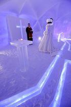 報道陣に公開された氷の教会=17日午後、北海道占冠村