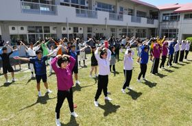 南部九州総体まで100日となり、ダンスパフォーマンスで盛り上げる加世田高校生=南さつま市加世田川畑