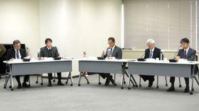 安定ヨウ素剤の事前配布について議論する原子力規制委員会の定例会合=21日午前、東京都港区