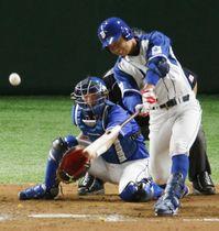 JFE東日本―パナソニック 7回裏JFE東日本2死二、三塁、平山快が右中間に勝ち越しの2点二塁打を放つ。捕手川上=東京ドーム