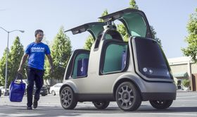 クローガーが食料品の配達で使うヌロの自動運転車「R1」(クローガーとヌロ提供・共同)
