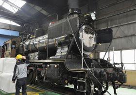 整備中の観光列車「SL人吉」=18日、北九州市