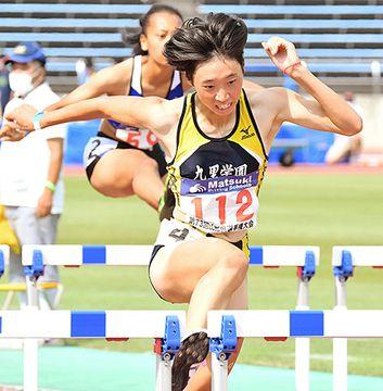 県選手権の女子100メートル障害で13秒93をマークした高橋夢華(九里学園)。全国高校リモート選手権で頂点に立った=8月29日、天童市・NDソフトスタジアム山形
