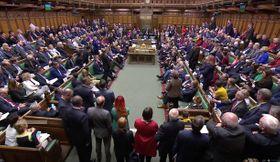 EUからの離脱合意案の審議が行われた英下院=19日、ロンドン(ロイター=共同)