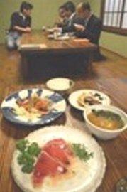 鰹を使った期間限定の創作料理などが楽しめる「秋の鰹三昧」=焼津市小川新町