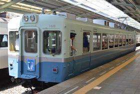 伊豆急行が特別運行した初代のレトロ電車「100系」=下田市の伊豆急下田駅