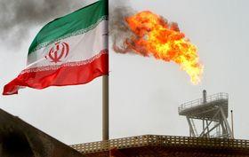 イラン・カーグ島の産油設備(ロイター=共同)