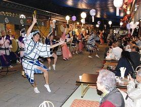 特設の座敷から東京高円寺阿波おどりを楽しんだ「お座敷山門市」