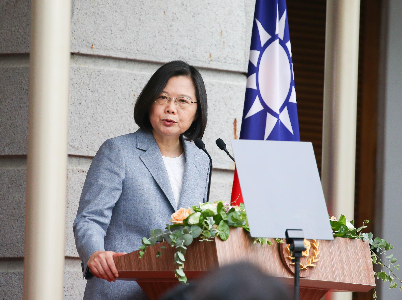 台湾総統の就任式で演説する蔡英文総統=20日、台北(中央通信社=共同)