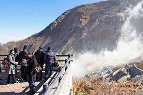 活発な噴気活動が続く箱根山の大涌谷=1月