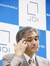 記者会見するジャパンディスプレイの菊岡稔社長=12日午後、東京都千代田区