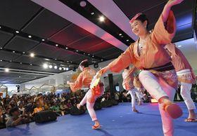 東北の魅力をPRするイベントで披露された仙台の「すずめ踊り」=24日、バンコク(共同)