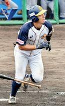 福井―石川 7回福井1死2、3塁、清田亮一が右越えに二塁打を放ち、6―5と逆転する=福井県のおおい町総合運動公園野球場
