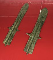 松山市が購入した平形銅剣2本