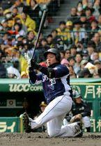 4回1死一塁、スタメン復帰して第2打席を迎えた山川は豪快な空振り。この後、見逃し三振に倒れた