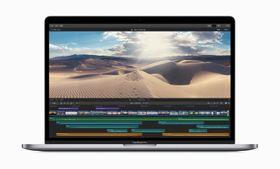 ノートパソコン「マックブックプロ」の新モデル(アップル提供・共同)