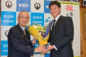 【プロ野球ドラフト会議で阪神から6位指名された湯浅京己投手=尾鷲市役所で】