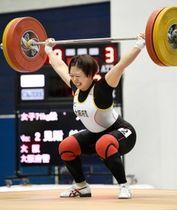女子71キロ級 スナッチで日本新記録の100キロに成功した見附絵莉