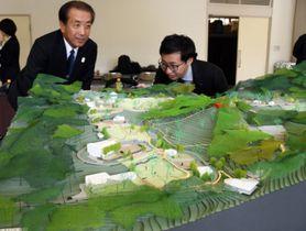 リニューアルした動物公園をイメージした模型。動物のそばを通る園路の整備などを検討している