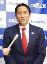 立憲民主党への入党届提出について、記者団の質問に答える川田龍平参院議員=8日午後、国会