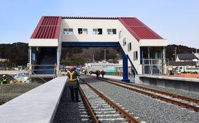 復旧工事が進むJR山田線の陸中山田駅=16日、岩手県山田町