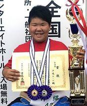 第1回わんぱく相撲女子全国大会6年生の部で優勝を果たした島袋心海=25日、葛飾区奥戸総合スポーツセンター(提供)