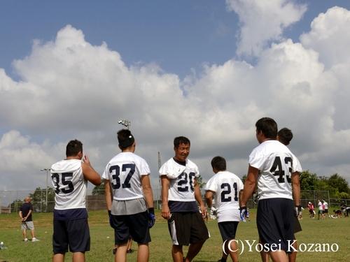 アラバマの夏空の下練習を続けるRBユニット=撮影:Yosei Kozano