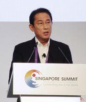 訪問先のシンガポールで講演する自民党の岸田政調会長=21日(共同)
