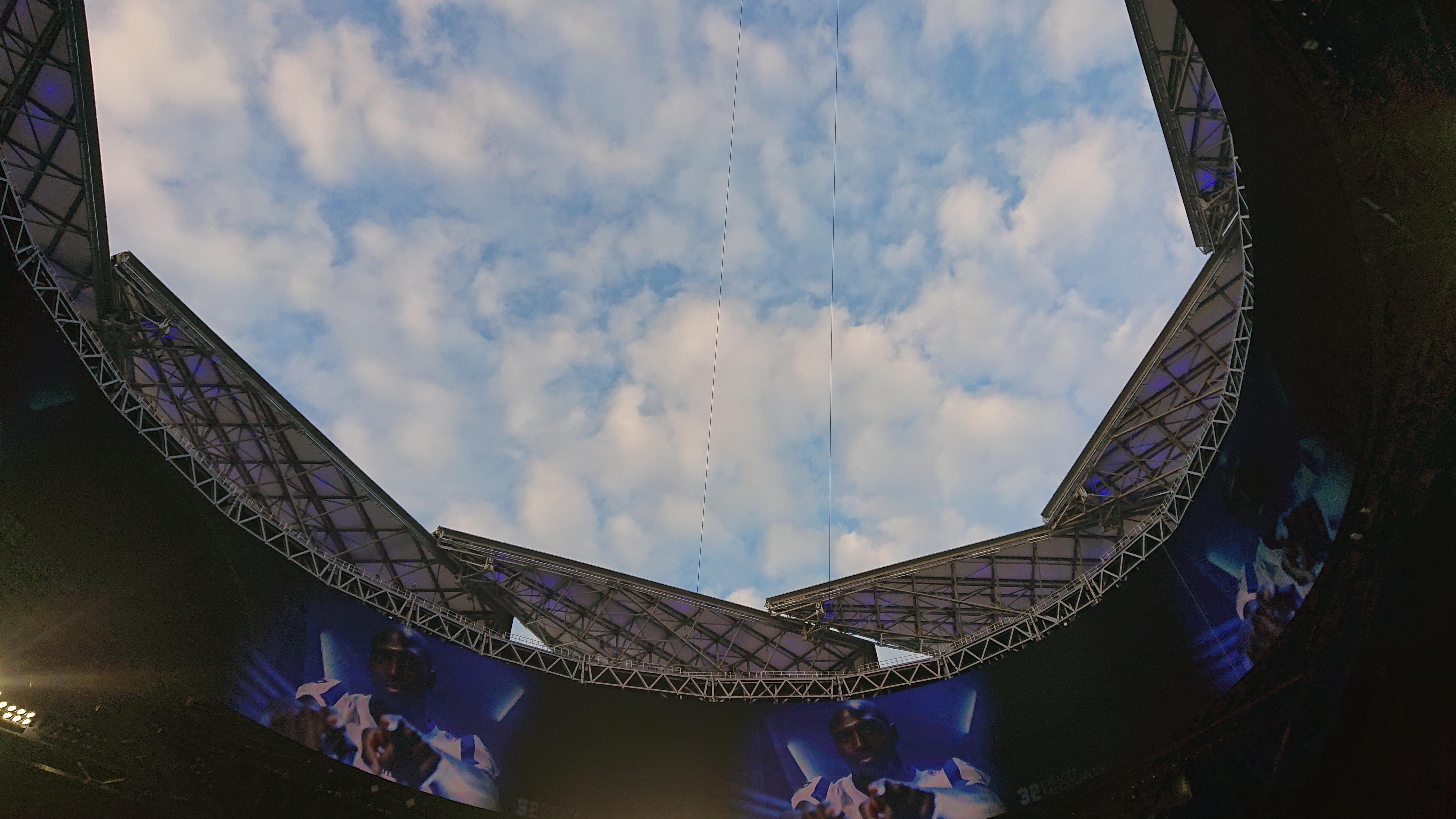 会場となったメルセデスベンツスタジアムの開閉式の屋根