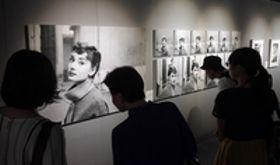 オードリー、魅惑の表情永遠に 京都で写真展