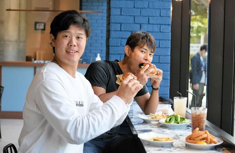DeNA上茶谷「おいしすぎて…」 ハマスタのハンバーガー新店舗29日開業