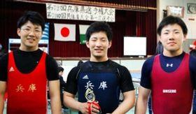 そろって兵庫県選手権男子73キロ級に出場した(左から)佑馬、永人、啓暉の生頼3兄弟=明石市、明石北高