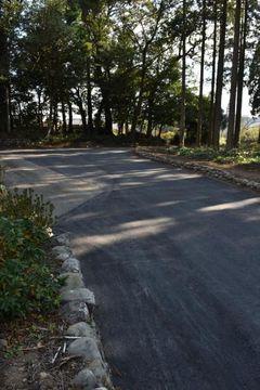 道路改良工事を巡って官製談合事件が明らかになった日南市の市道曽和田線=20日、同市北郷町北河内