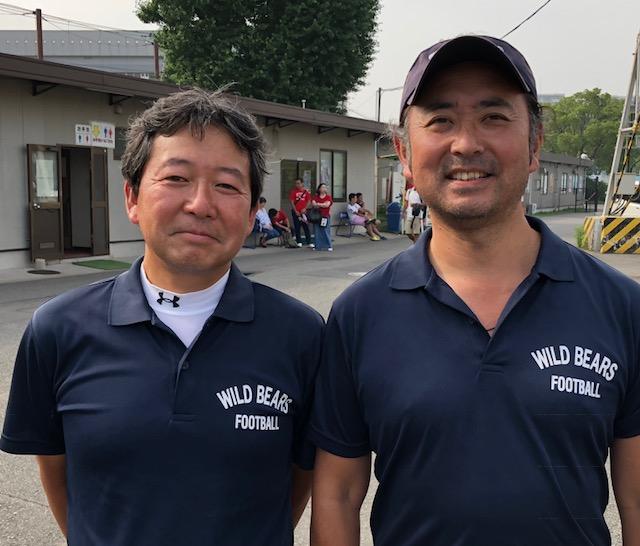 二人三脚で足立学園を指導する高濱陽一監督(左)と橋本洋コーチ