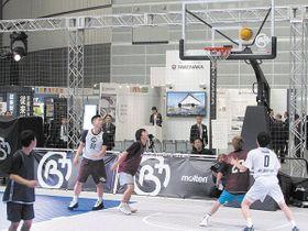 バスケットボールコートの活用事例や演出が提案されたデモンストレーションエリア=19日、さいたま市のさいたまスーパーアリーナ