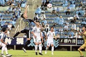 磐田ー八戸 後半22分、磐田の中山がこの試合ハットトリックとなるゴールを決める=ヤマハスタジアム