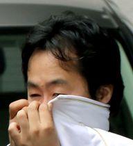 送検時の岩崎竜也被告=2017年7月23日、横浜・伊勢佐木署