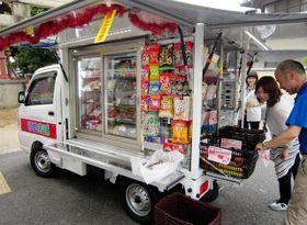 都市部での導入が始まった軽車両タイプの移動店舗=伊丹市森本2