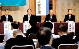 今後の人材育成などをテーマに意見交換した全国商業高校長協会の研究協議会=11日午後、松山市