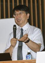 「現代龍馬学会」で特別講演する京都国立博物館の宮川禎一上席研究員=25日、高知市