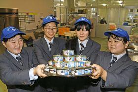 土佐市内のスーパーで販売することになったツナ缶(同市の高知海洋高校)